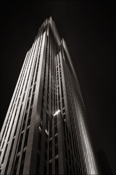 Ny_rockefeller_tower_square_1